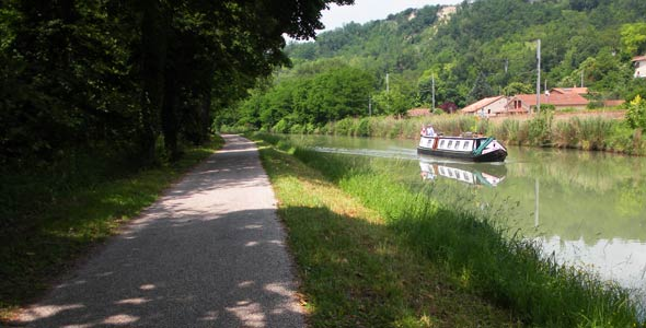 along the canal to espalais